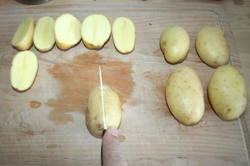 17 - Kartoffeln halbieren / Halve potatoes