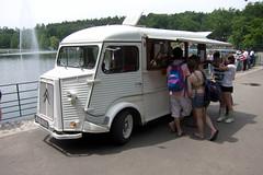 truck(0.0), antique car(0.0), recreational vehicle(0.0), automobile(1.0), van(1.0), vehicle(1.0), transport(1.0), citroã«n h van(1.0), land vehicle(1.0), motor vehicle(1.0),
