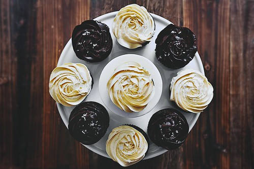 banana-chocolate-fudge-cupcake-04