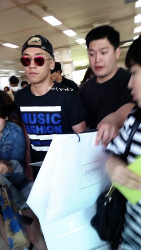 Big Bang - Gimpo Airport - 07jun2015 - Seung Ri - wktjrqnwk12 - 03