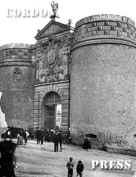Puerta de Bisagra en Toledo hacia 1875-80. © Léon et Lévy / Cordon Press - Roger-Viollet