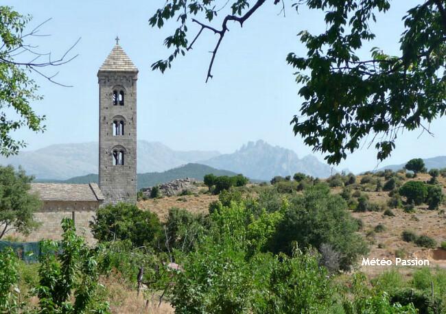 brume de chaleur à Cabrini en Corse lors de la journée caniculaire du 23 juillet 2009 météopassion
