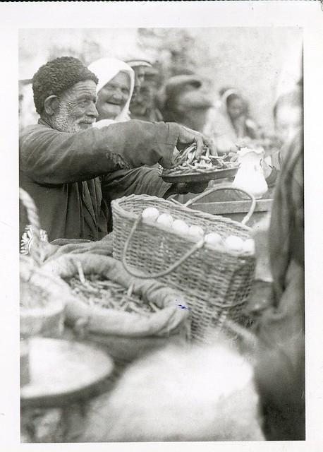 Ням-нямки :))) A seller of haricot beans