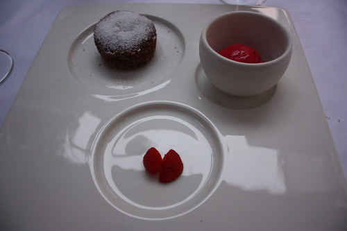 Čokoládové moelleux s malinovým sorbetem