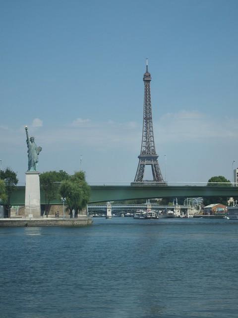 Bateaux Parisiens ランチクルーズ