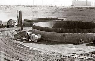 Tanks AY-101 and AY-102 under construction