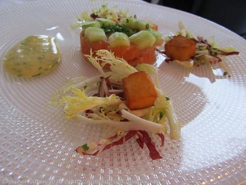 ©Vincent Klink Wielandshöhe Tartar vom schottischen Bio-Lachs Gurke und Pommes Parisienne