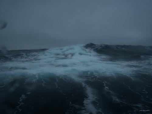 barentssea barentsee hurtigruten norway norwegen see spitzbergen spitzbergentravel svalbard vestlandclassic waves wellen ocean sea svalbardundjanmayen sj