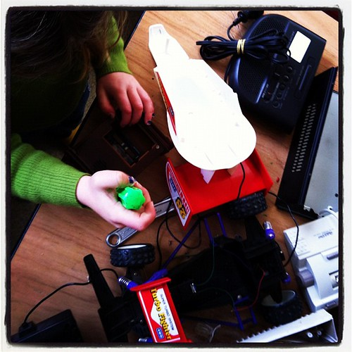 Dissecting gadgets at co-op #unschooling