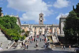 http://hojeconhecemos.blogspot.com/2012/07/do-praca-do-capitolio-roma-italia.html