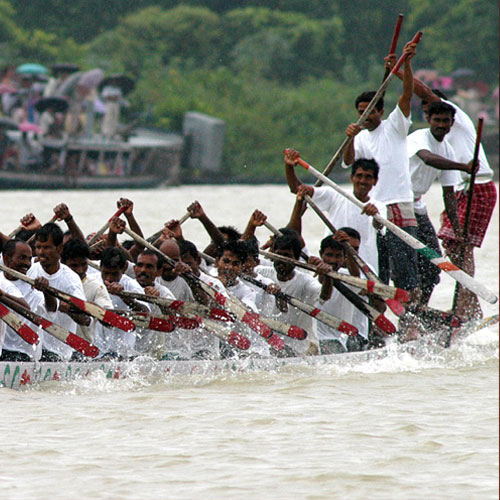 Wed, 07/18/2012 - 00:29 - Traditional Boat Race in Sualkuchi