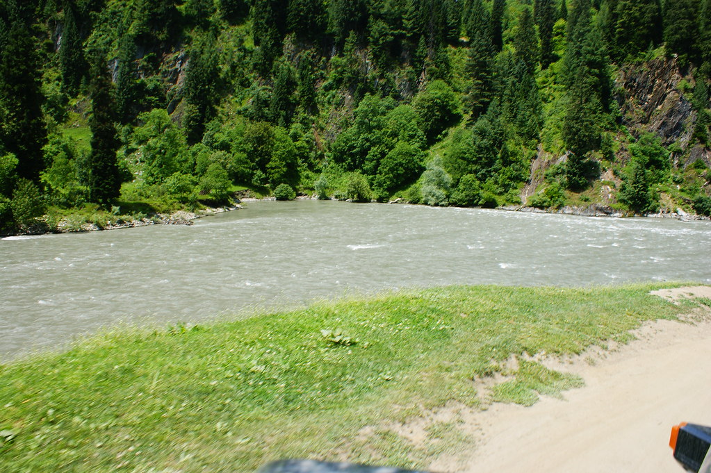 """MJC Summer 2012 Excursion to Neelum Valley with the great """"LIBRA"""" and Co - 7608677524 7420dd6fbe b"""
