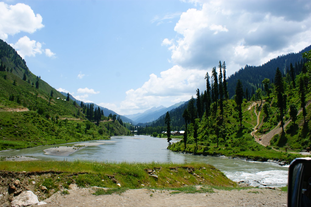 """MJC Summer 2012 Excursion to Neelum Valley with the great """"LIBRA"""" and Co - 7608852408 42423e7b41 b"""