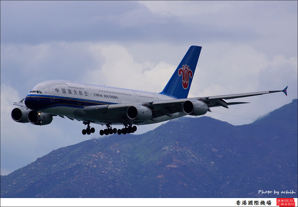 China Southern Airlines / B-6137 / Hong Kong International Airport