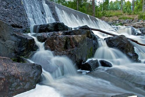 summer copyright tree wet water canon finland eos evening waterfall rocks long exposure smooth rapids 7d trunk ilta glistening vesiputous koski pitkä valotus lahankoski