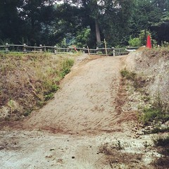 スタートヒルも拡幅+セメント。#trails #bmx #dig