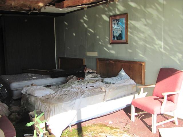 A motel room full of swingers - 2 3