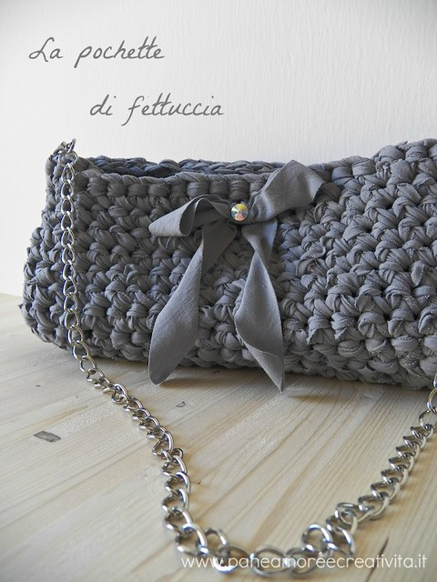 Crochet bag with ribbon tutorial paneamoreecreativita for Borse in fettuccia tutorial