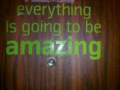 דלת בבניין שבו גרנו