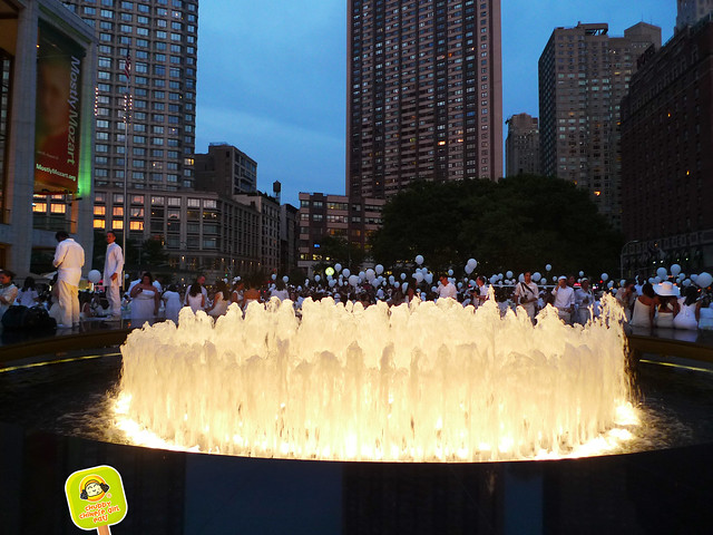 diner en blanc NYC 2012 lincoln center fountain 2