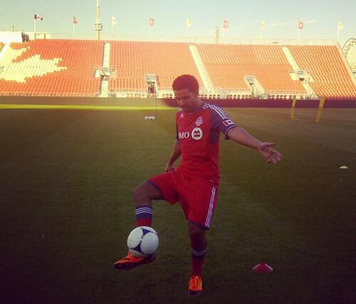 drake-plays-soccer