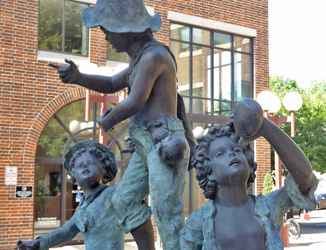 kids-statue