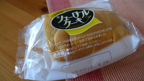 ヤマザキのシューロールケーキ