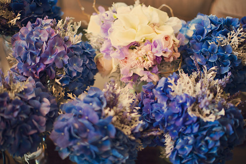 Outdoor Wedding Decor: Flowers