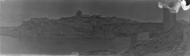 Panorámica del Puente de San Martín en 1921. Fotografía de José Regueira. Filmoteca de Castilla y León.RESEP-190