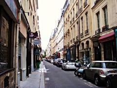 A narrow street in Île de la Cité
