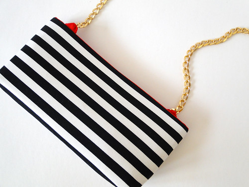 18 Striped Crossbody Clutch Tutorial by Fabric Paper Glue