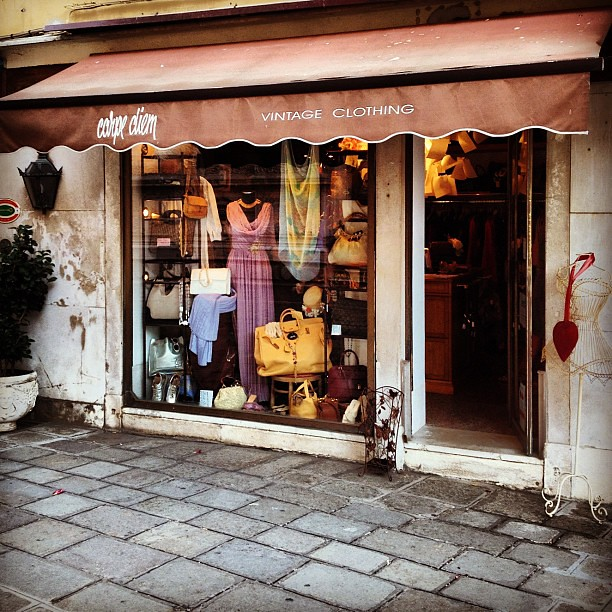 #vintage #shopping in #venice #venezia #carpediem #travel #instatravel #memory #contestgram #vintageshopping #pretty #clothes #fashion #italy