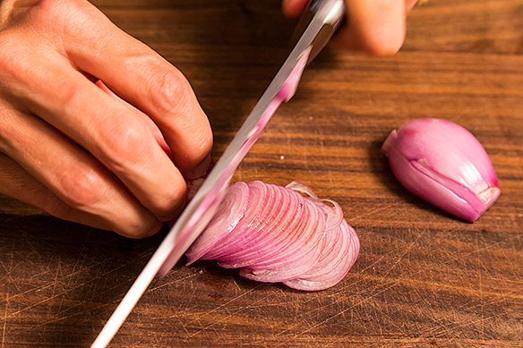 Slicing shallot