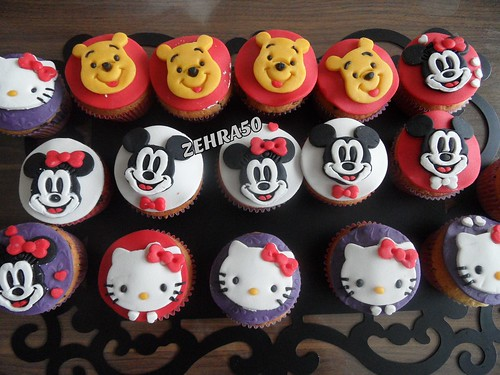 cupcakes,kinder cupcakes,cocuk kupkekleri,miky mouse,minnie mouse,hellokity by zehra50mutfakta