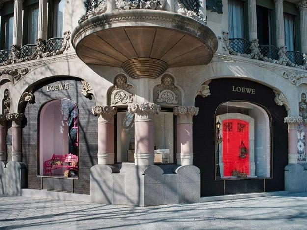 loewe-escaparate-de-la-tienda-en-barcelona