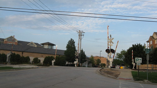 The Osterman Avenue railroad crossing.  Deerfield Illinois.  August 2012. by Eddie from Chicago