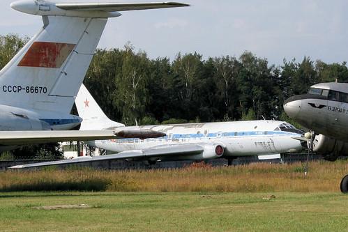 Tupolev Tu-104AK 46 red