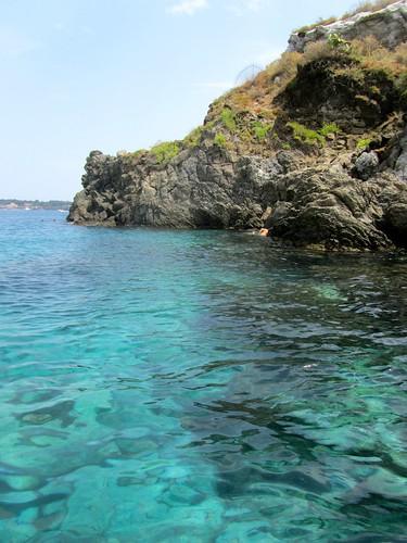 Isola lachea fare il bagno nell 39 acqua turchese ad acitrezza - Zoomarine bagno coi delfini ...