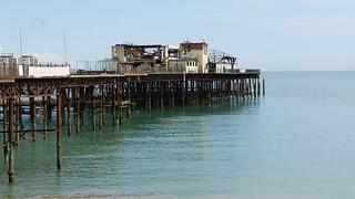 長さ 1289 メートルのビーチ Volímai 近く の画像. pier kent seaside hastings 2012