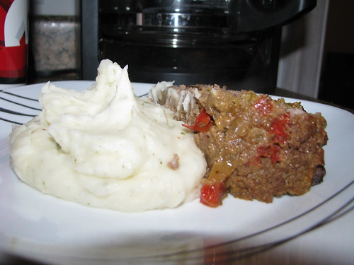 barbecue meatloaf and mashed potatoes