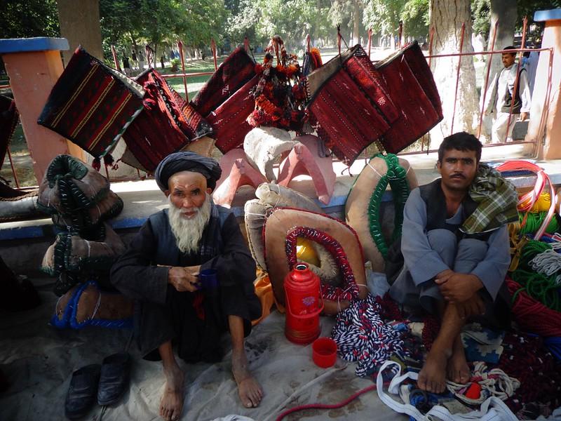 Vendedores de rua no centro de Balkh, Afeganistão