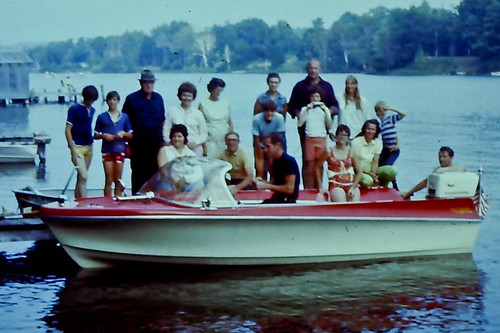 Clam Lake - Family at Boat-009-FamilyPhotos-{Date (YYMMDD)»}-2.jpg