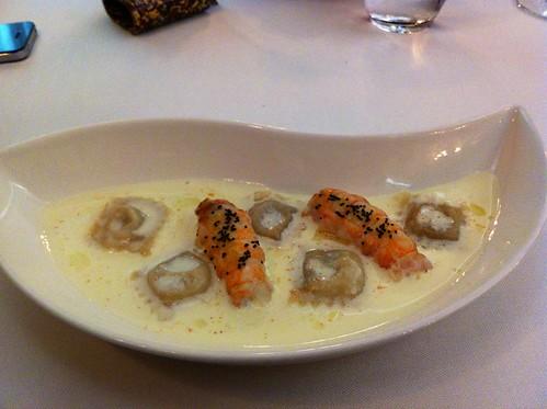 RAVIOLIS DE MANZANA: Foie, cigala, cava, semilla de amapola - Restaurante Zortziko - Bilbao