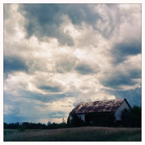今天疯狂在Manotick上空的乌云!