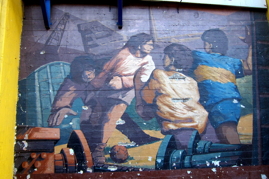 Buenos Aires - La Boca: La Bombonera - Pérez Celis mural