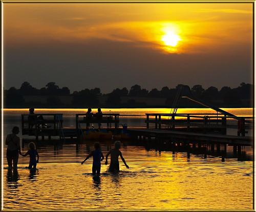 water wasser feliz baden quarta abendsonne sunsetsonnenuntergang ostseeleuchte