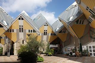 Hình ảnh của Kubuswoningen. holland netherlands rotterdam thenetherlands modernarchitecture kubuswoningen pietblom cubehomes