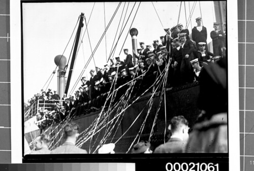 Sailors on board SS AUTOLYCUS depart Sydney for Portsmouth, 13 May 1939