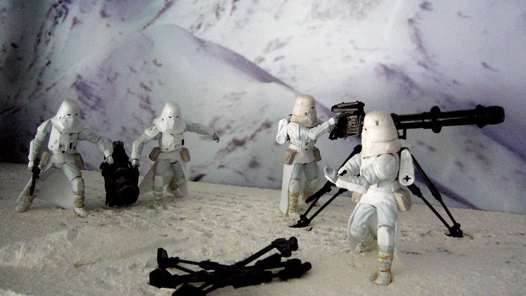 battle of hoth diorama imperial troops with tri pod gun. Black Bedroom Furniture Sets. Home Design Ideas
