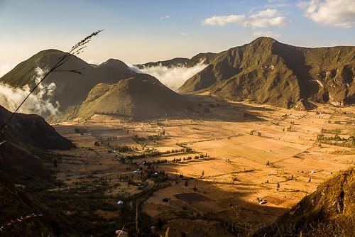 sunset mountain southamerica atardecer volcano golden ecuador crater hour montaña neblina niebla volcan pululahua pichincha